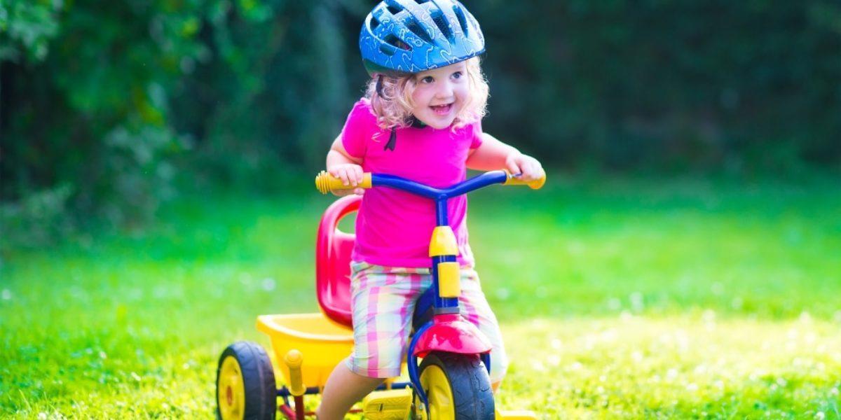 Bébé et tricycle lequel choisir